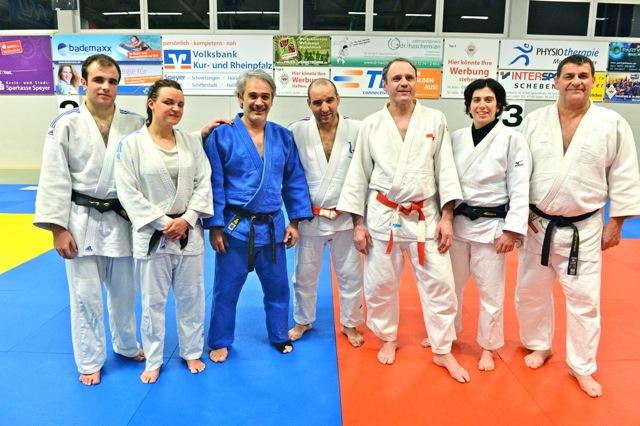 L'équipe du Cercle sportif avec Waldemar Legine